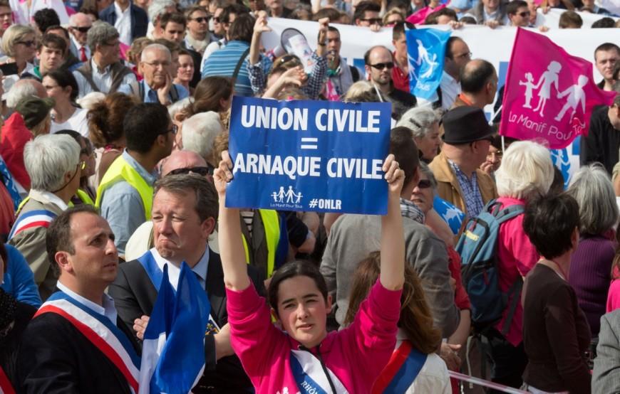 Frigide Barjot huée et poursuivie par le GUD à Lyon