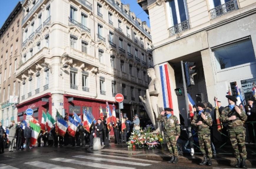 Cérémonie du 11 novembre : le 98e anniversaire de l'armistice commémoré sur la place Bellecour