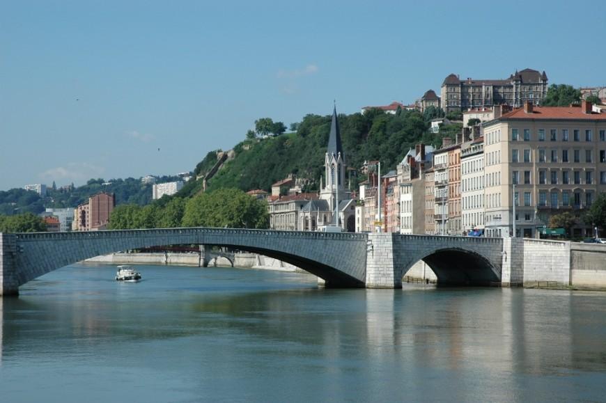 """Manifestation des """"extrêmes"""" à Lyon : les ponts de la Saône seront fermés"""