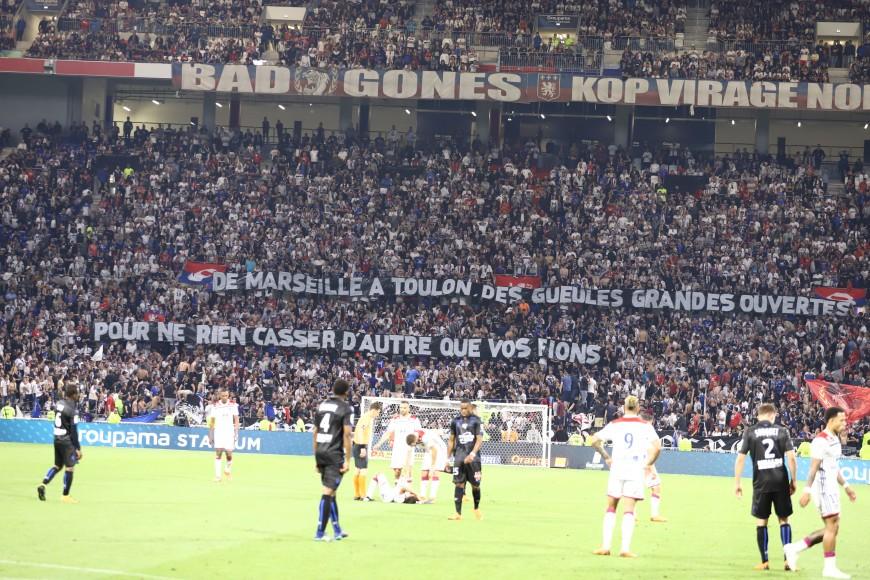 OL-OGCN : Les supporters déploient des banderoles contre Genesio et Aulas