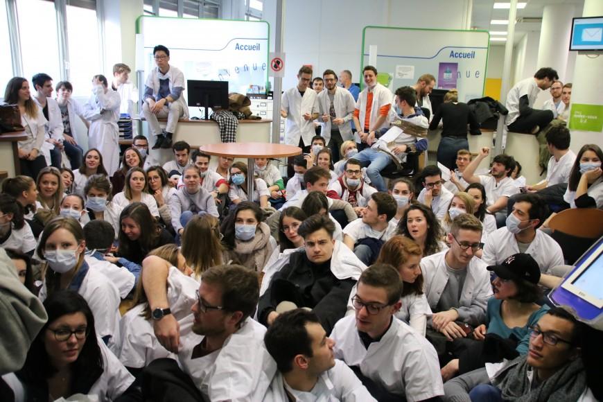 Lyon : les futurs dentistes réclament un meilleur remboursement des soins préventifs