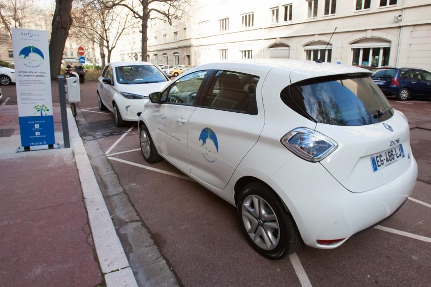 Le Département du Rhône a vendu 67 de ses voitures aux enchères!