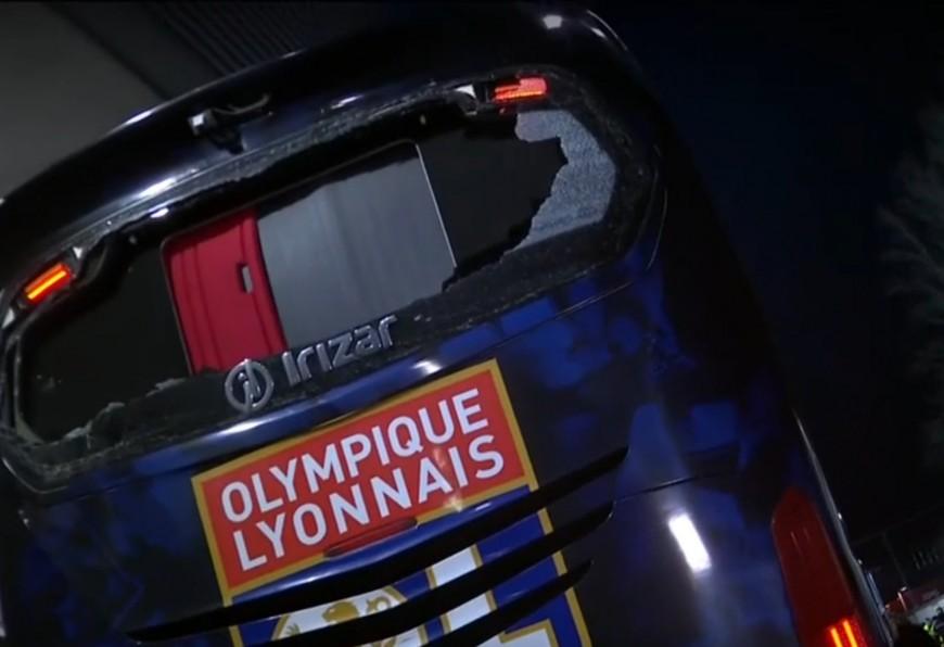 Le bus de l'OL endommagé après une mauvaise manoeuvre du chauffeur à Bourg-en-Bresse