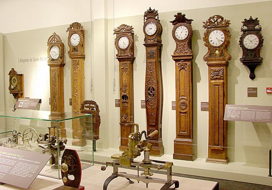 Heure d'hiver : horloger à Lyon, il passe près d'une heure à remonter ses pendules !