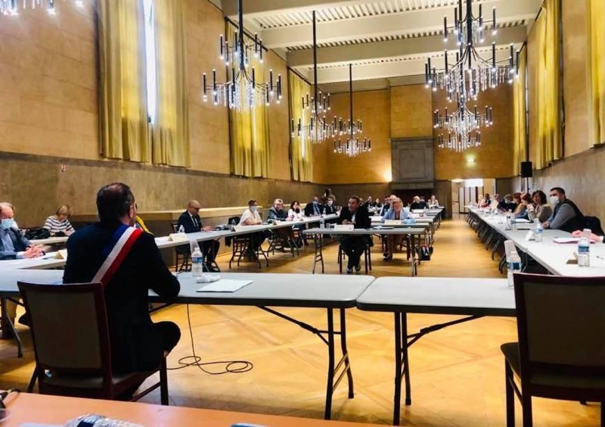 Rhône : des premiers maires réélus à Caluire, Villefranche, Décines…
