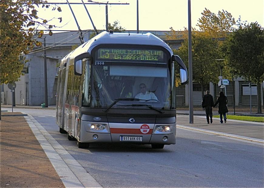 Deux bus des TCL caillassés dimanche soir à Vaulx-en-Velin