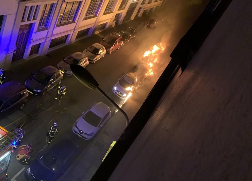 Lyon : une douzaine de voitures incendiées à la Croix-Rousse