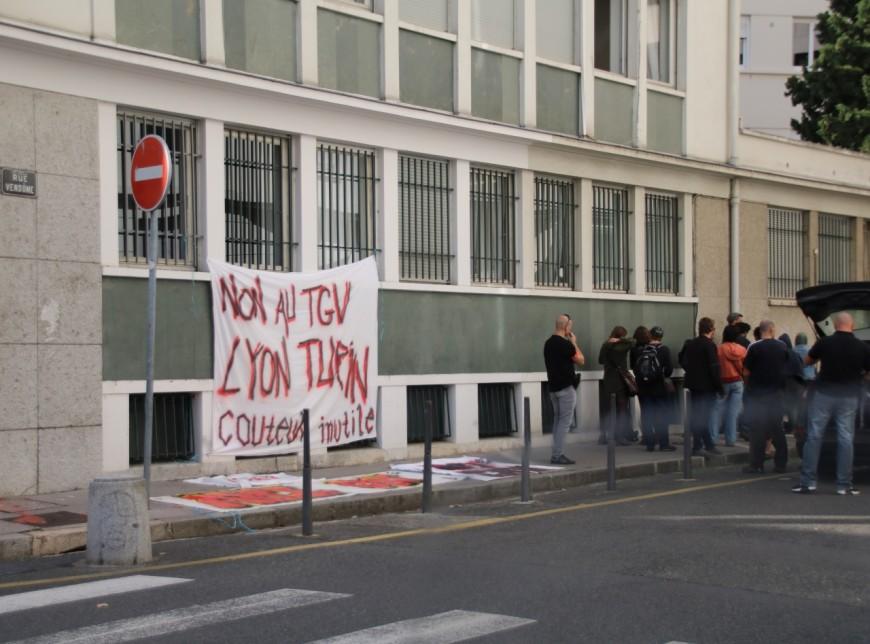 Sommet franco-italien à Lyon : les anti Lyon-Turin manifestent devant le consulat d'Italie