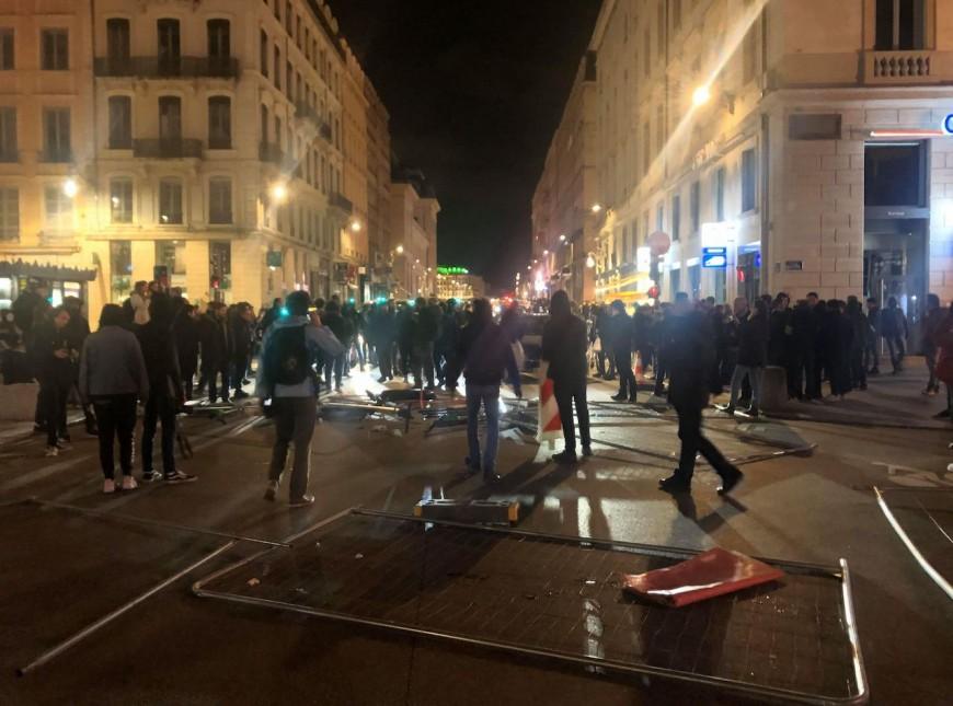 Recours au 49-3 : une centaine de manifestants à Lyon et des débordements