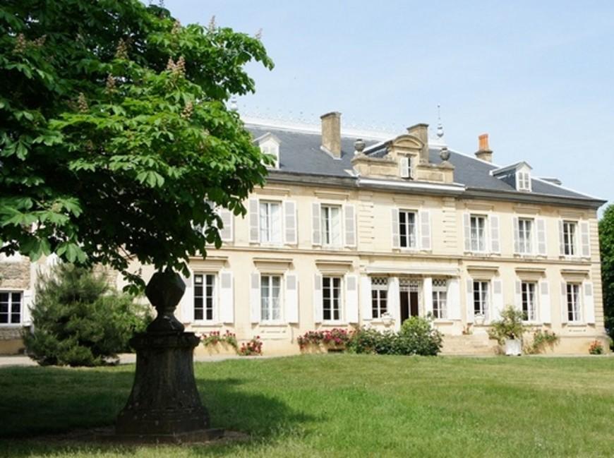 Près de Lyon: le groupe Lavorel s'offre un château à près de 7 millions d'euros