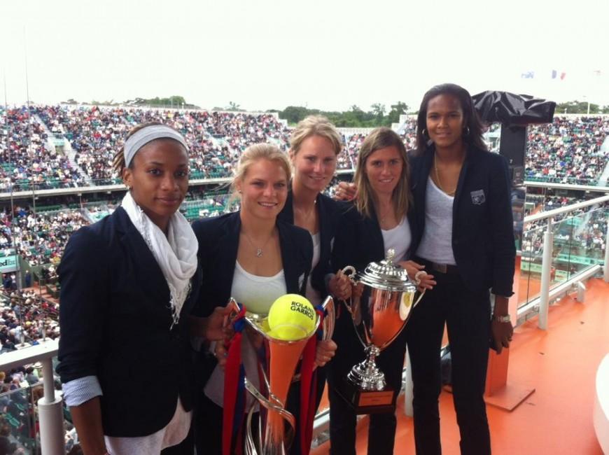 Les filles de l'OL fêtent leur victoire à Roland Garros