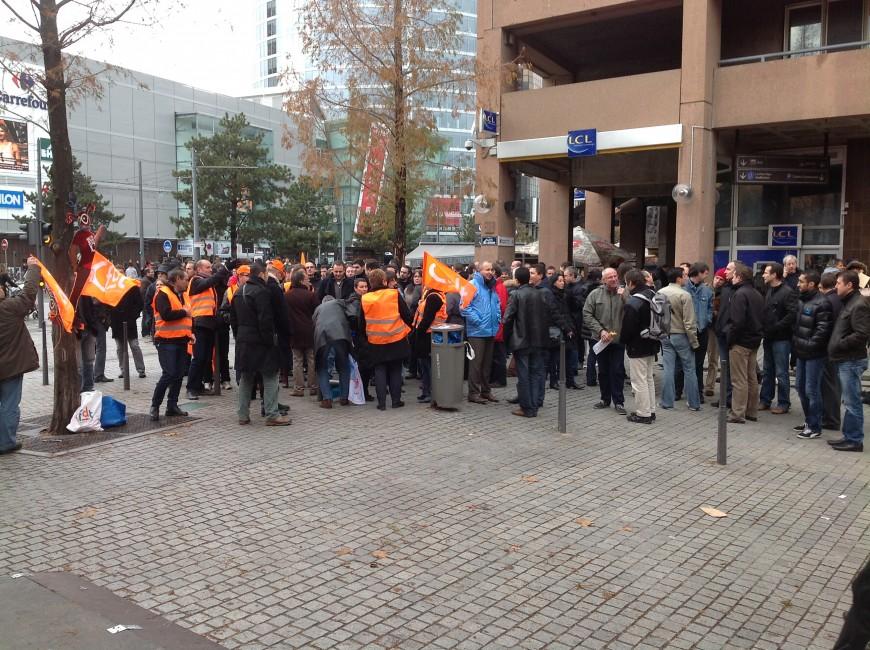 Plan de départs chez SFR : 180 manifestants à Lyon, le PDG tempère
