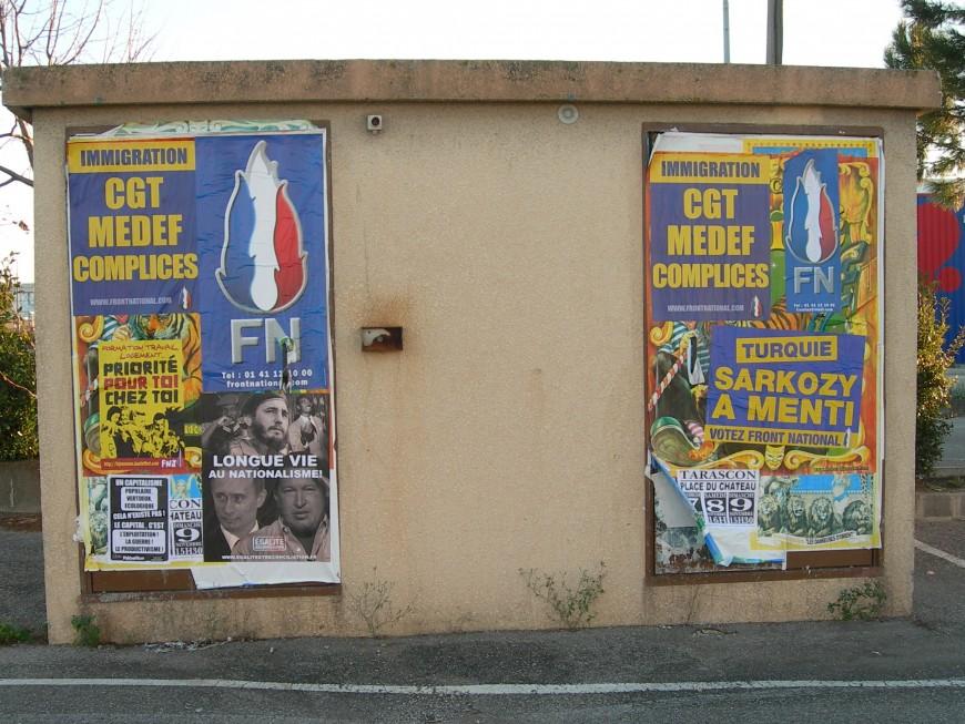 Deux colleurs d'affiches du Front National jugés à Villefranche pour violences avec arme