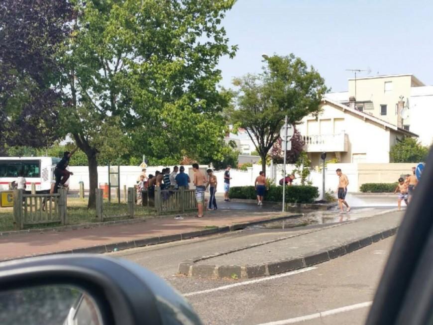 Bouches d'incendie ouvertes à Bron : un élu demande une réaction de la mairie