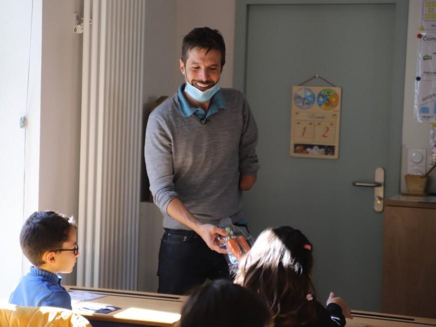 Reblochon, figues, amandes : Grégory Cuilleron sensibilise des écoliers de Lyon au goût et à la diversité