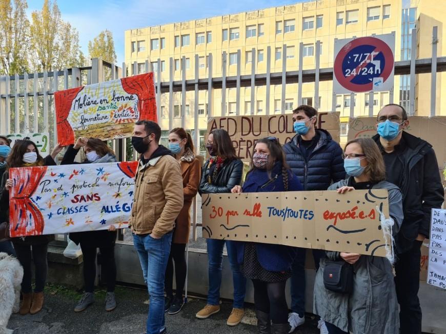 Lyon : une centaine de profs en colère manifestent pour un meilleur protocole sanitaire à l'école