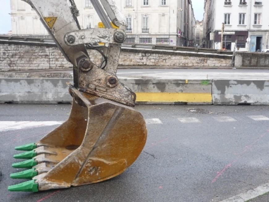 Le boulevard de la Duchère, immobilisé pour une semaine, suite à la rupture de la canalisation d'eau