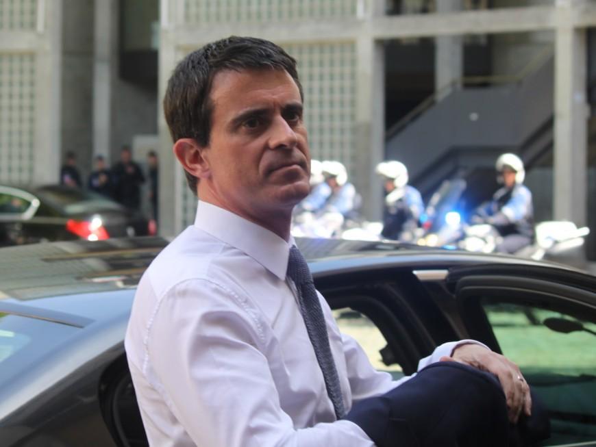 """A Lyon, Manuel Valls """"n'accepte pas"""" le plan social chez Renault Trucks"""