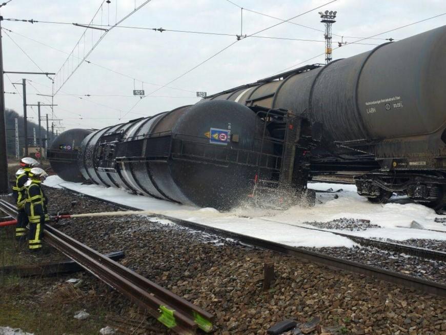 Rail défectueux ? Des enquêtes ouvertes après le déraillement d'un train près de Lyon