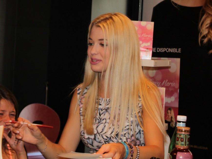 La YouTubeuse Enjoy Phoenix vide son dressing ce samedi à Lyon