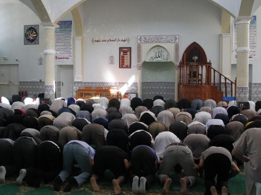 """""""Voler c'est pas bien"""" : la curieuse vendetta du vengeur masqué à la mosquée de Villeurbanne"""