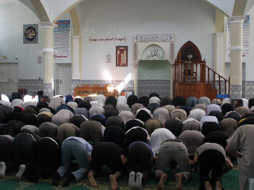 Lyon : il étrangle une femme qui fumait devant sa mosquée