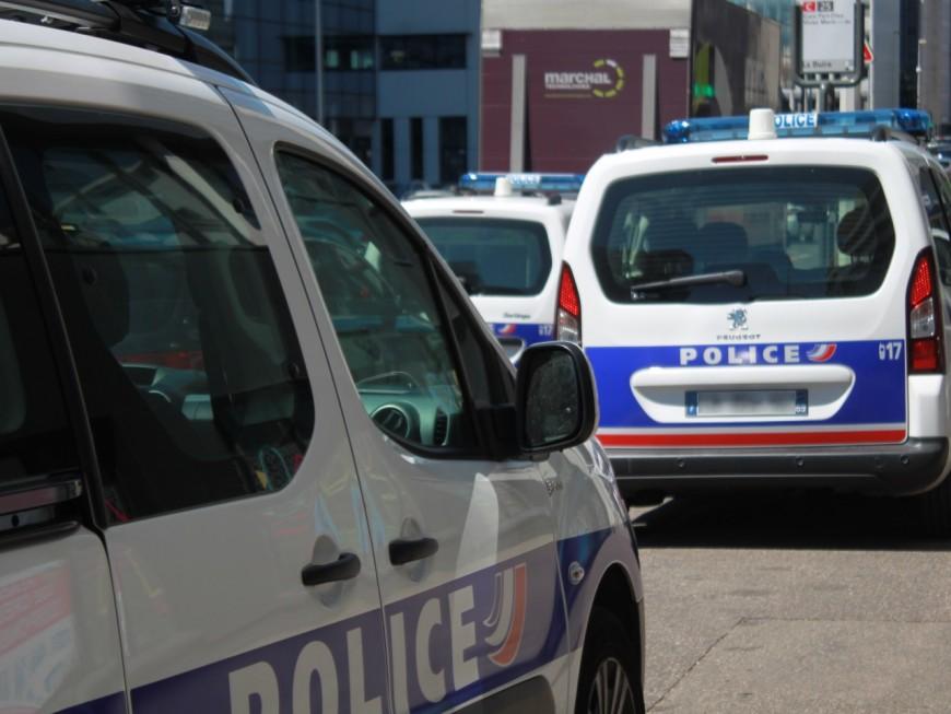 Vénissieux : il tague une voiture de police devant le commissariat