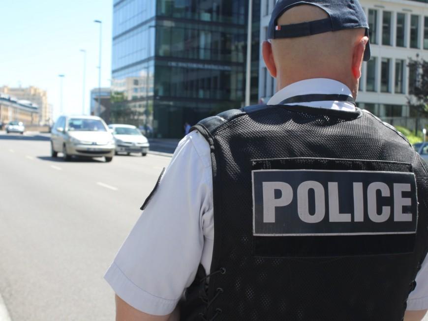 Vénissieux : ivre, il tente de percuter un policier à moto