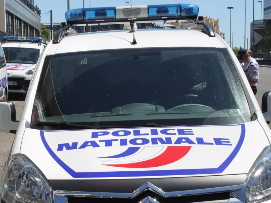 Villeurbanne : ils s'attaquent à une voiture de police avec un panneau de signalisation