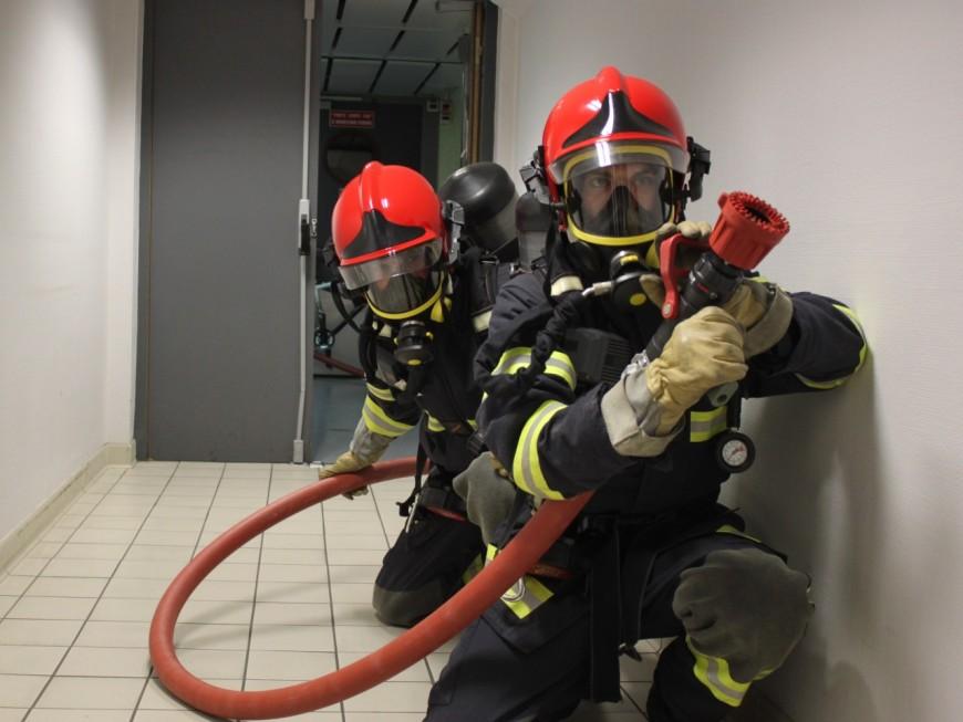 L'incendie se déclare dans l'entrepôt de stockage des décors de l'Opéra de Lyon