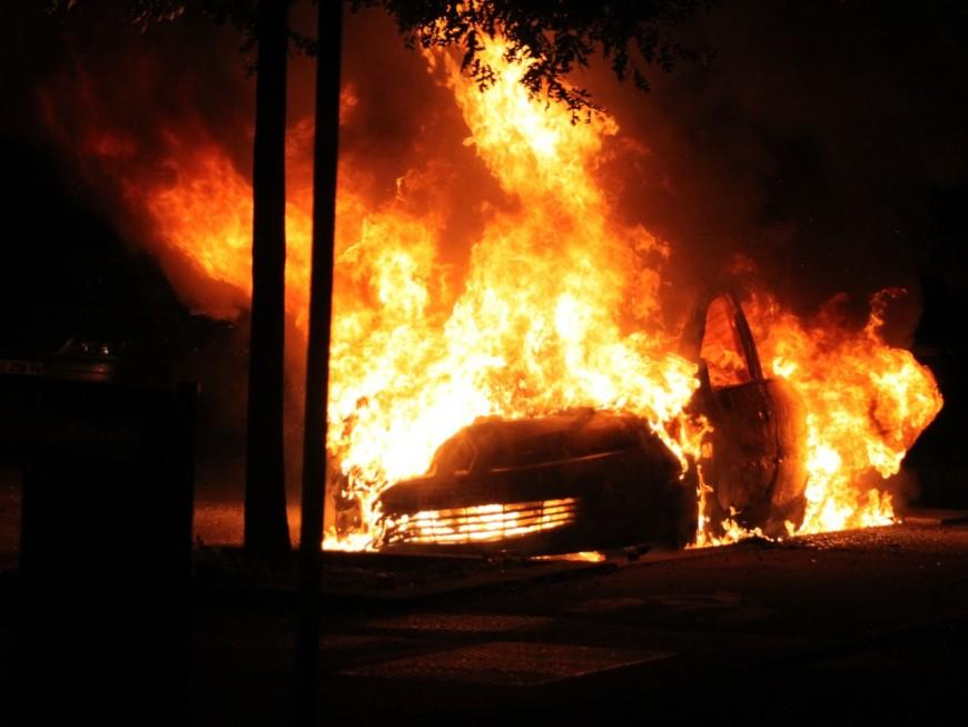 Des véhicules incendiés à la Duchère