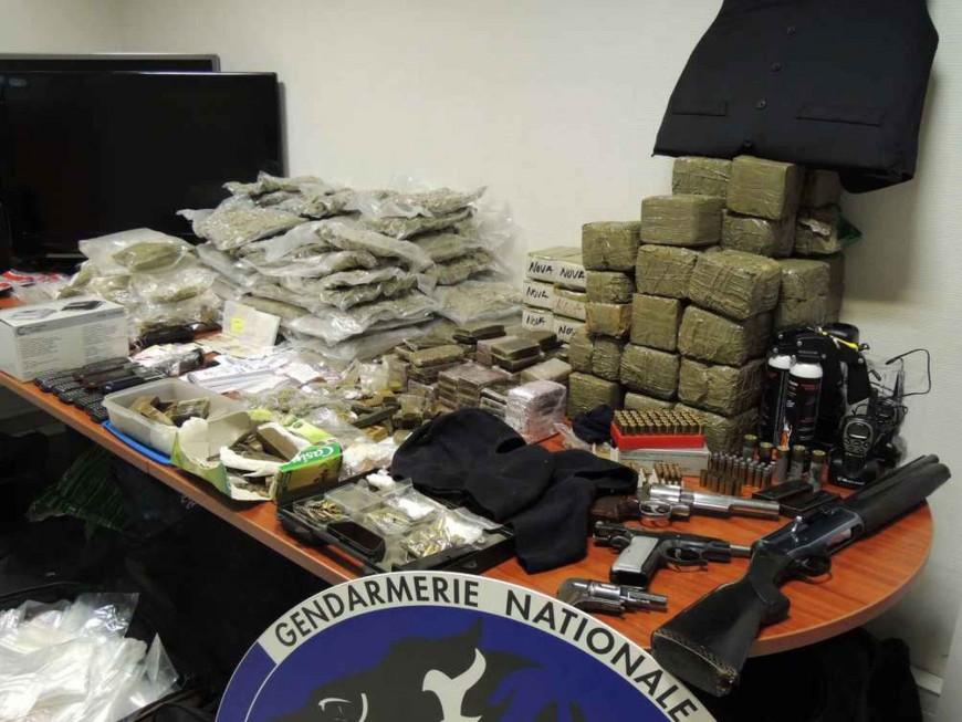 Armes, drogue et argent liquide interceptés à Vénissieux
