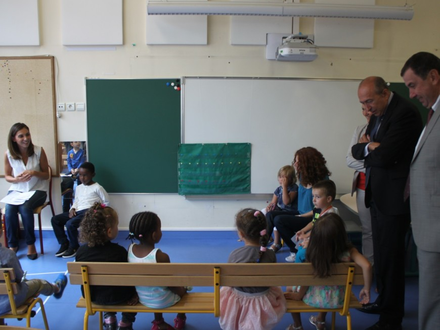Gérard Collomb fait sa rentrée dans une école flambant neuve du 3e