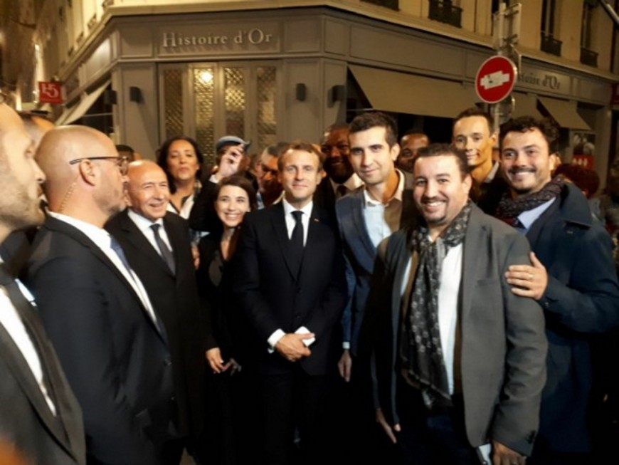 Une déambulation dans les rues de Lyon pour Macron, Collomb et Bono
