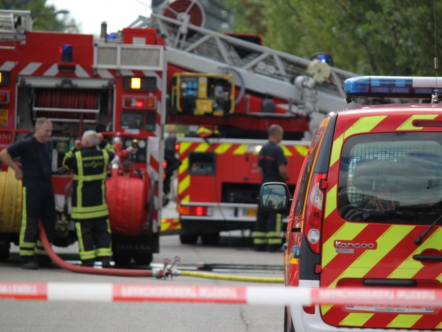 Villeurbanne : important dispositif de pompiers pour venir à bout d'un incendie