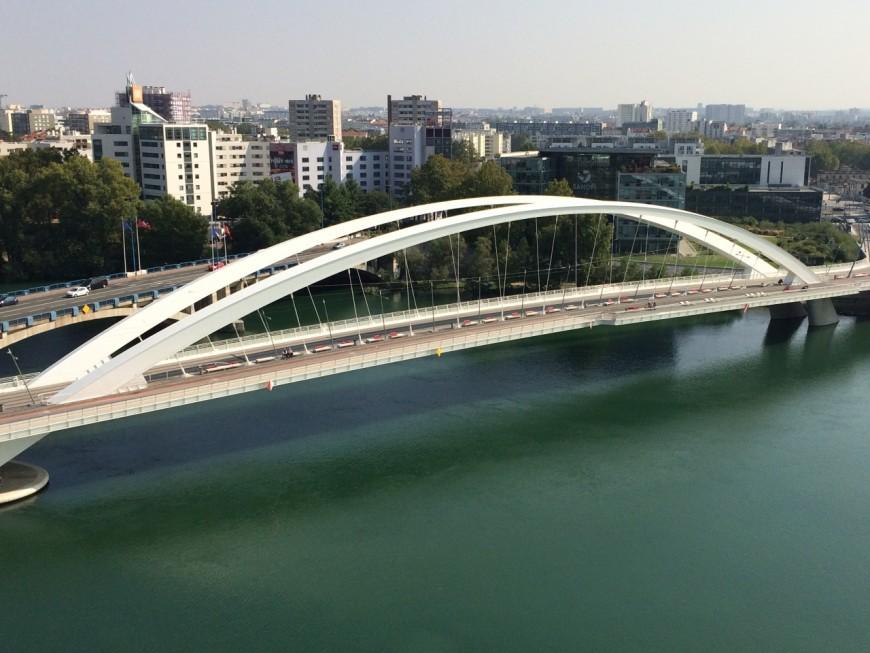 Lyon : un homme décède après une chute du pont Raymond Barre