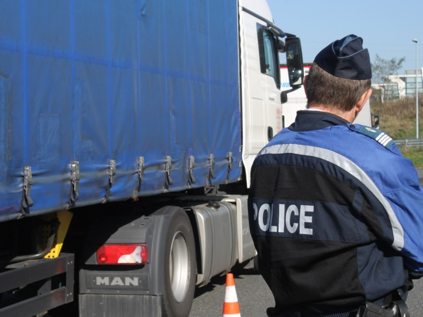 Tunnel sous Fourvière : les camions tentent encore leur chance malgré l'interdiction