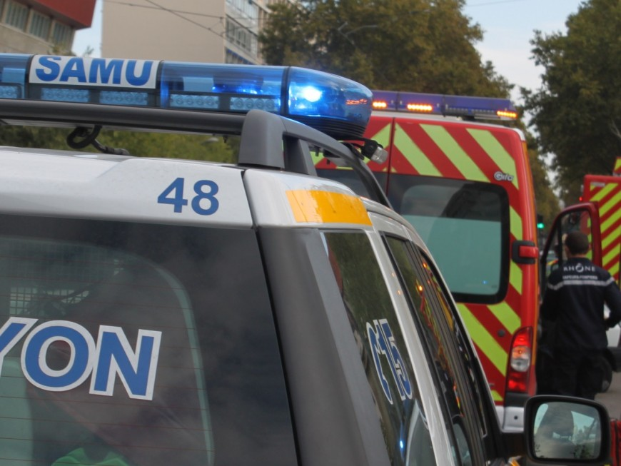 Lyon 9e : un ouvrier se retrouve bloqué sous un bloc de béton
