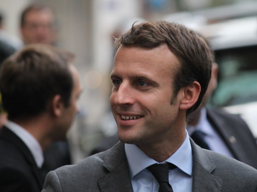 """""""Villeurbanne en région lilloise"""" : la jolie bourde dans le livre d'Emmanuel Macron"""