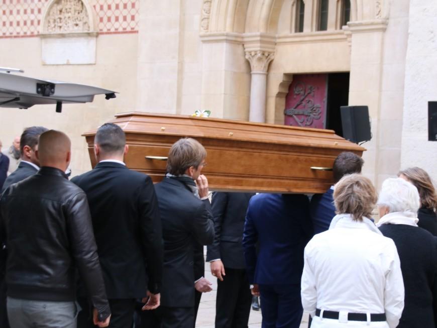 Lyon : un dernier hommage à Caroline, la jeune Lyonnaise tuée lors des attentats