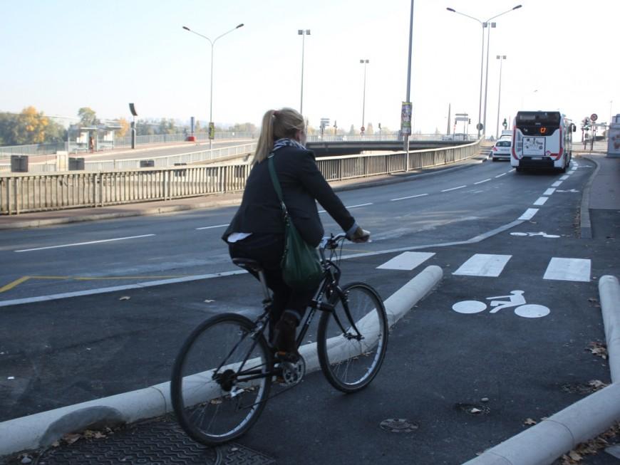 Lyon : une manifestation pour conserver les pistes cyclables sur le Cours Vitton