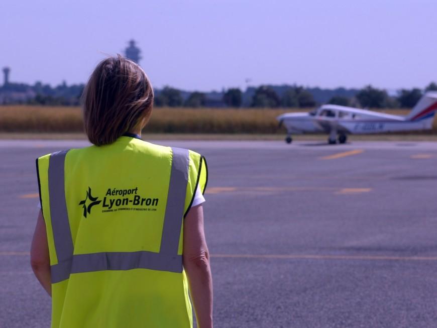 Le jet privé percute un oiseau et se pose en catastrophe à Bron