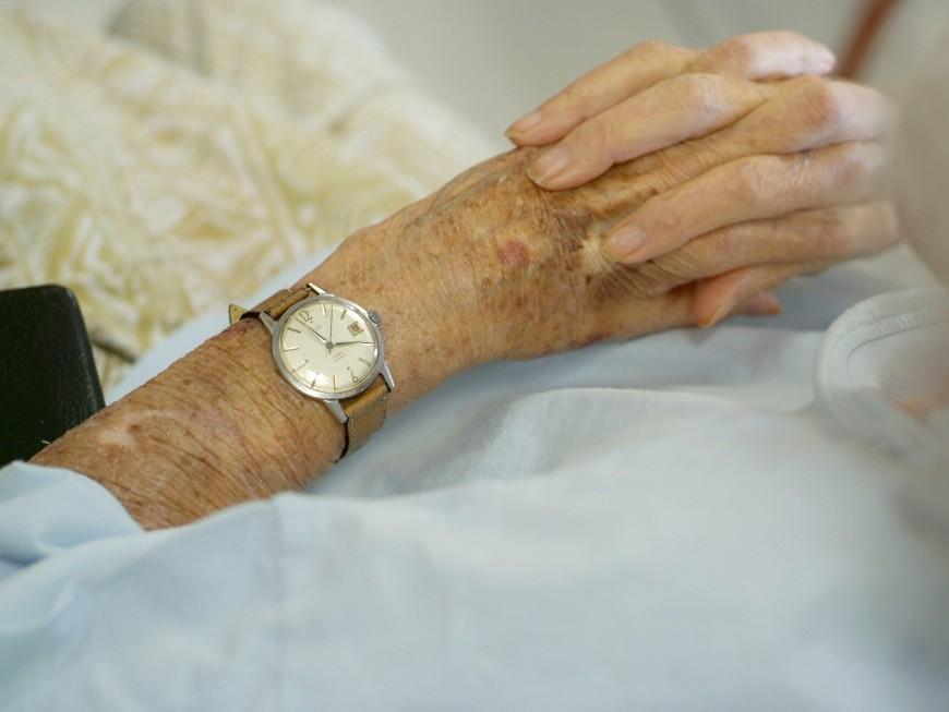 Villefranche : à 84 ans, il pousse sa femme qui chute au sol
