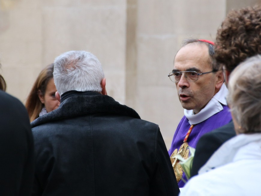 """Le cardinal Barbarin """"consterné"""" par la tribune polémique d'un prêtre lyonnais"""