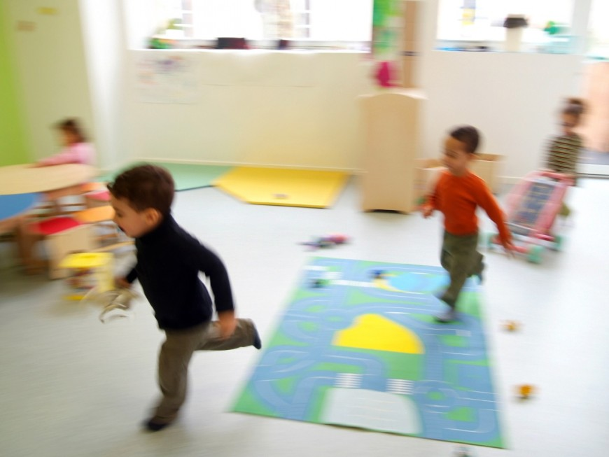 """""""Pas de bébé à la consigne"""" : le personnel des crèches appelé à manifester à Lyon"""