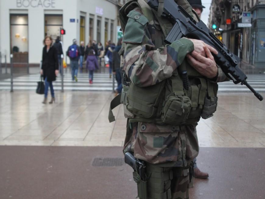 Fusils d'assaut volés près de Lyon : quatre interpellations dans un camp de gens du voyage dans l'Isère