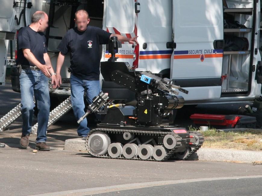 Près de Lyon : il oublie une fausse bombe dans sa voiture, les démineurs dépêchés sur place