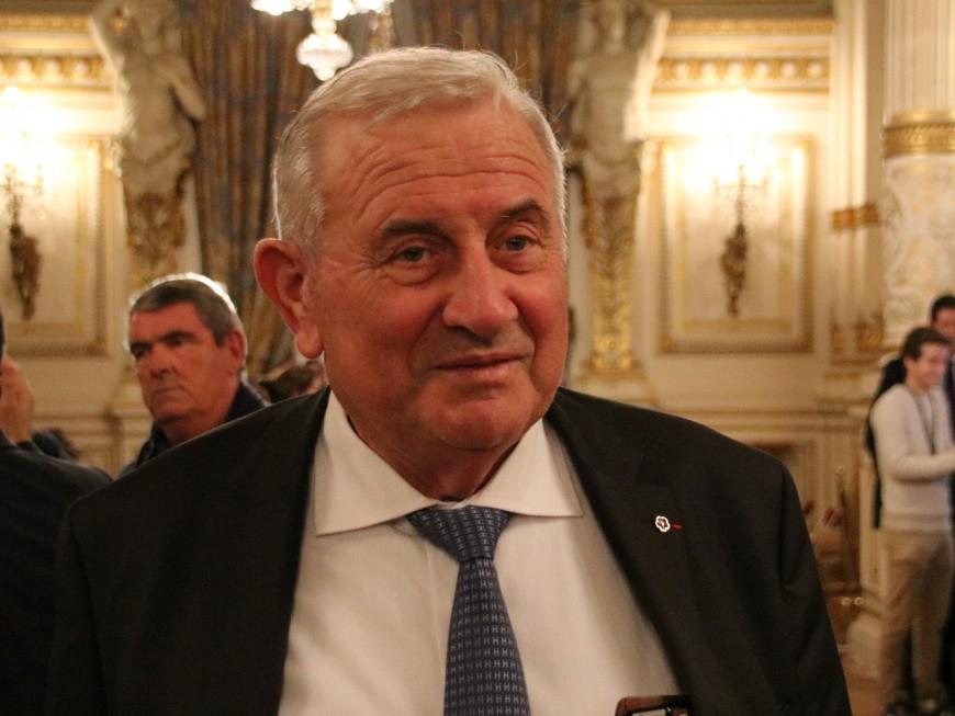 Il se rend quatre mois après avoir agressé un sénateur du Rhône
