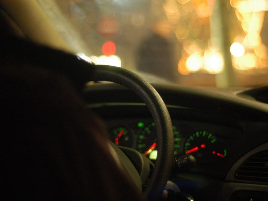 Seul au volant près de Lyon, il passe à l'arrière pour faire croire aux policiers qu'il ne conduisait pas