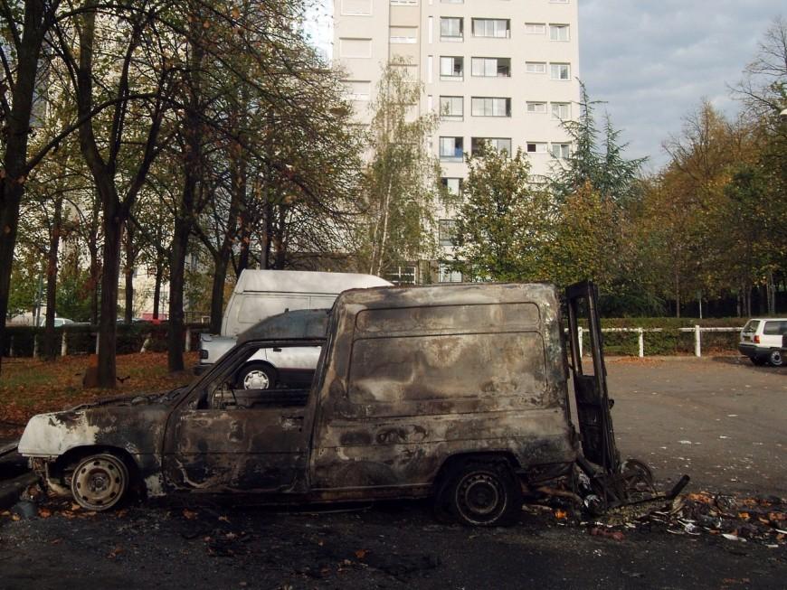 Nuit de la Saint-Sylvestre : des dizaines de voitures encore incendiées dans Lyon et son agglomération